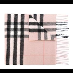 The Classic Check Cashmere Scarf in Pink